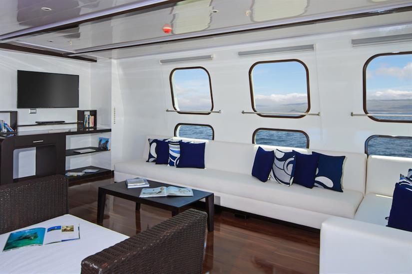 Lounge area - Natural Paradise Yacht Galapagos