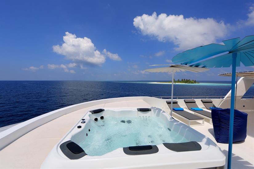 Top Deck Hot Tub - Azalea Maldives