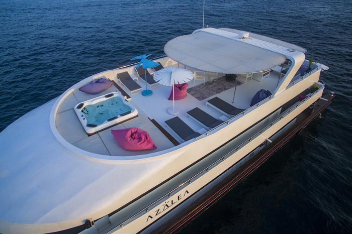 Spacious Sun Dck & Hot Tub - Azalea Liveaboard Maldives