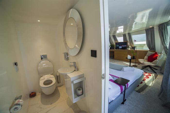 En-Suite Bathrooms - Azalea Liveaboard Maldives