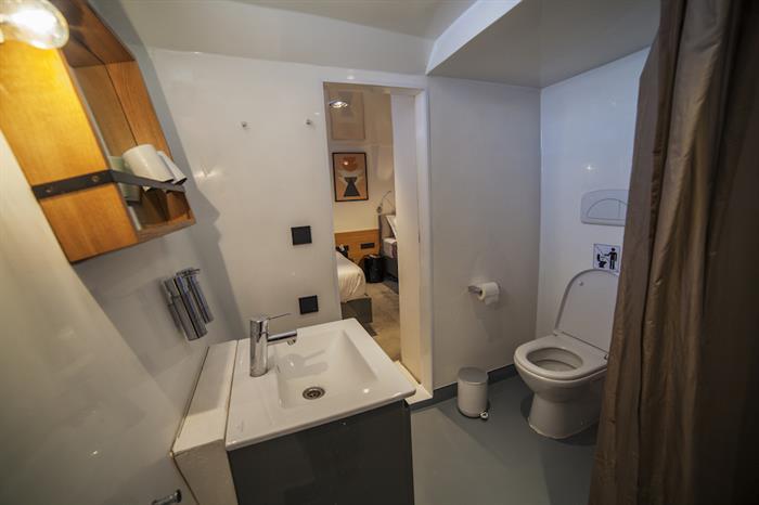 Lower Deck En-Suite Bathrooms - Azalea Maldives