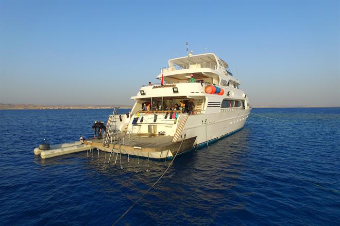 Dive deck & platform - Blue Seas Liveaboard