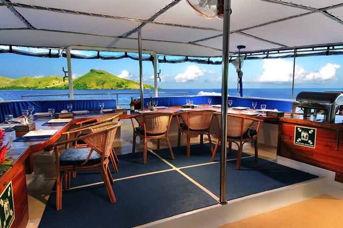 Outdoor Dining - Fiji Siren