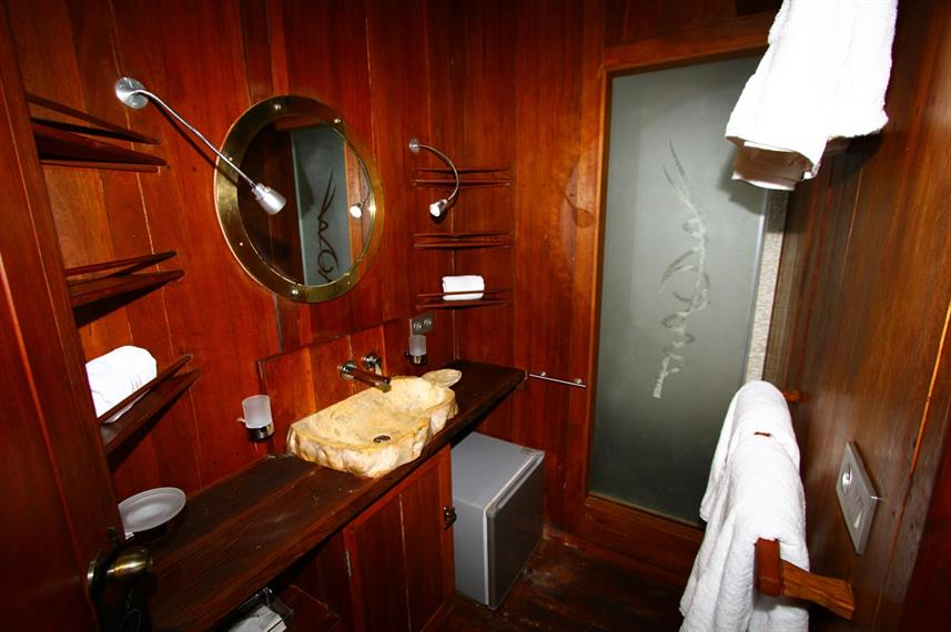Superior Cabin En-Suite Bathroom - MSY Waow Liveaboard