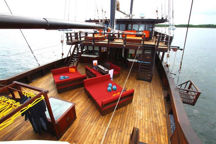 Main Deck - MSY Waow Liveaboard