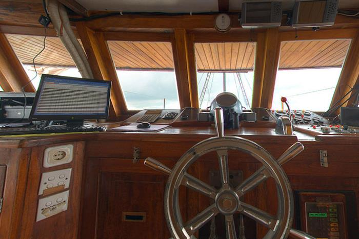 Captains Helm - Damai I Indonesia