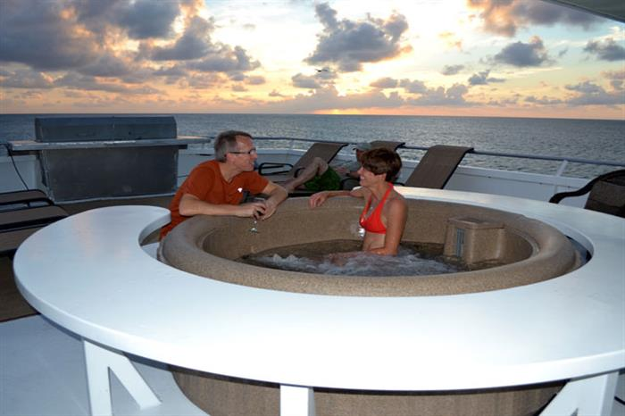 Bahamas Aggressor Hot Tub