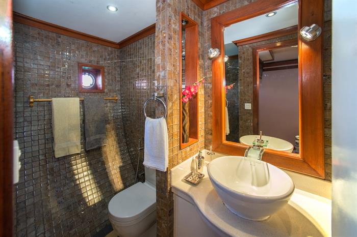 En-Suite bathroom - Emperor Orion Maldives