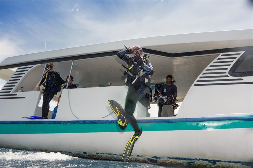 MV Leo Diving Dhoni