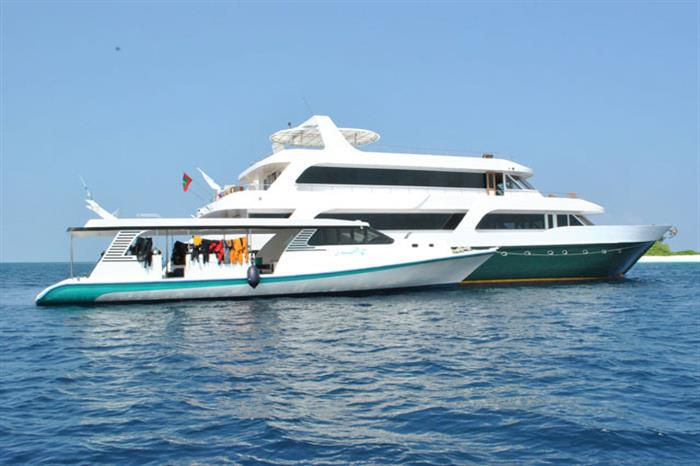MV Leo & Diving Dhoni