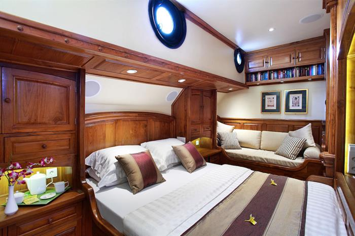 Tastefully decorated staterooms - Adelaar Liveaboard