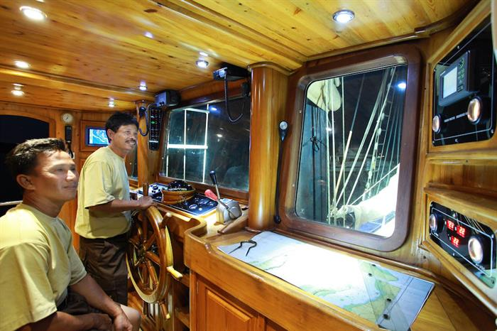 Captains helm - Adelaar Liveaboard