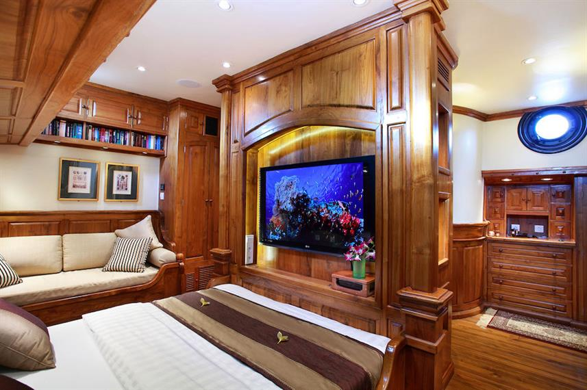 TV's in cabins - Adelaar Liveaboard