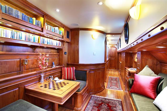 Games area and library - Adelaar Liveaboard