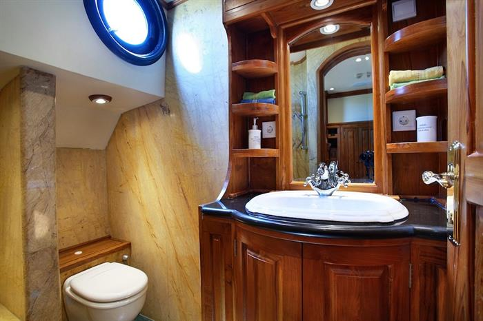 En-Suite Bathroom - Adelaar Indonesia