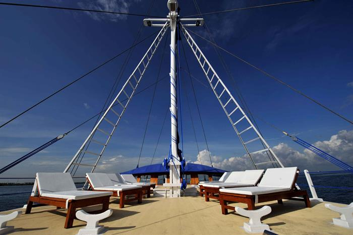Spacious Sun Deck for relaxation - Indo Siren