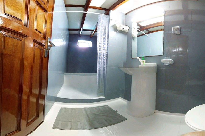 En-Suite bathrooms - Amba Liveaboard