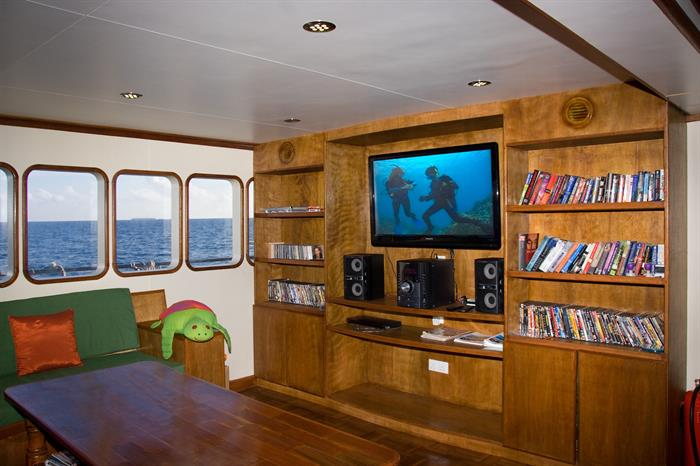 Entertainment Area & Library - MV Carpe Vita