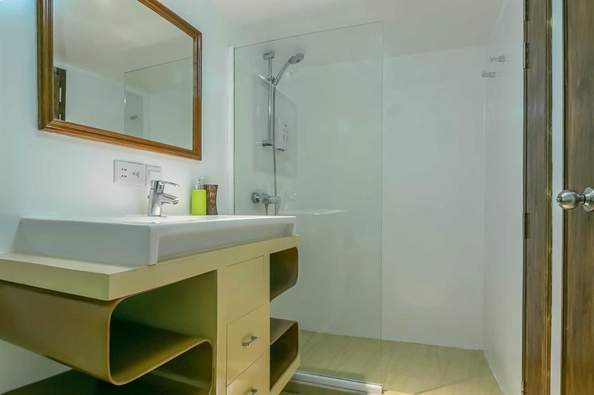 Standard Cabin En-suite Bathroom