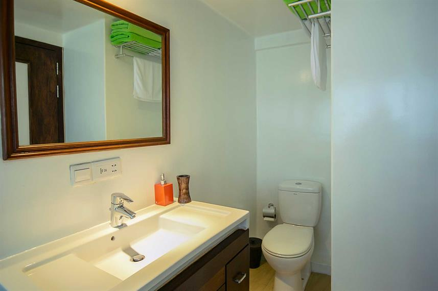 Superior Cabin En-suite Bathroom