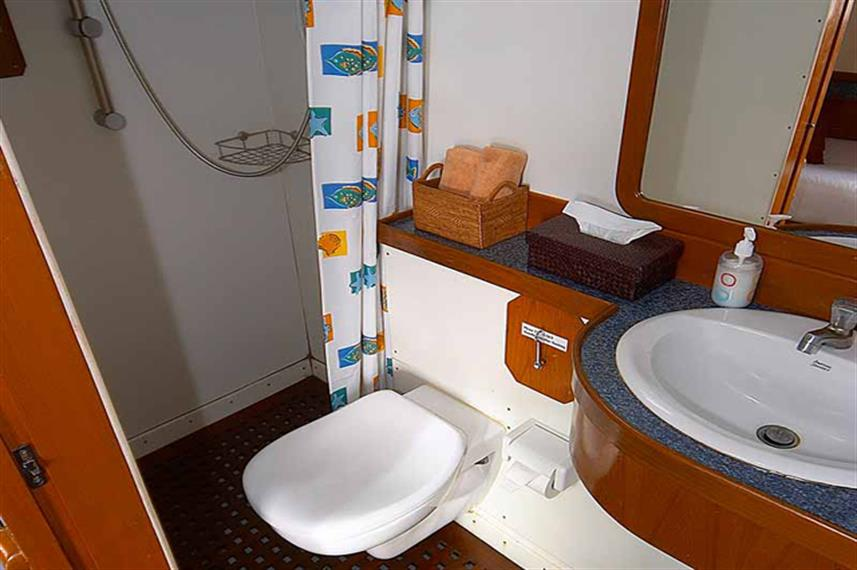 En-Suite Bathroom - Mermaid I Liveaboard