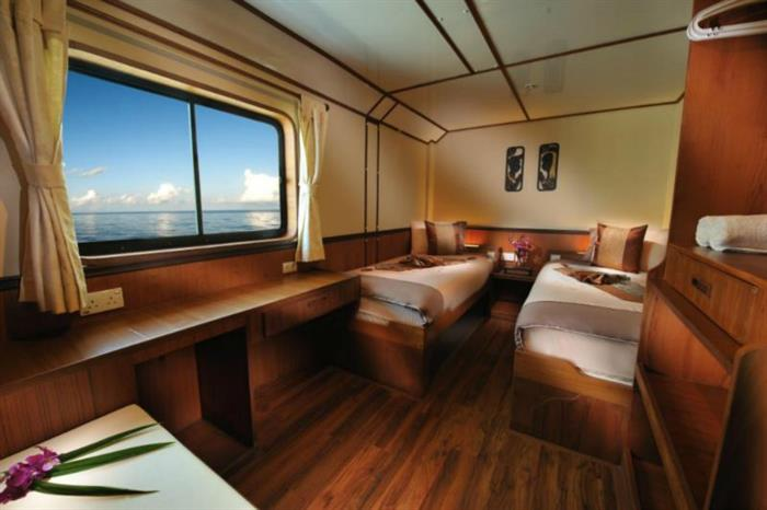 En-Suite Twin Cabin - White Manta