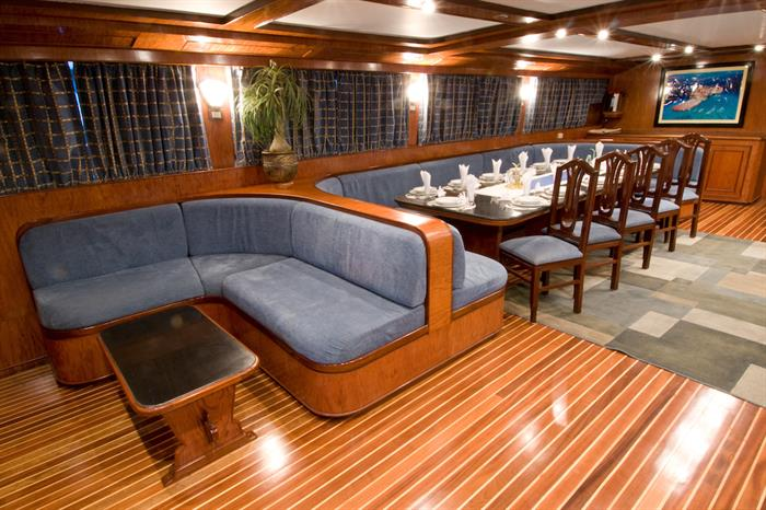 Lounge & Dining area - Blue Horizon Liveaboard