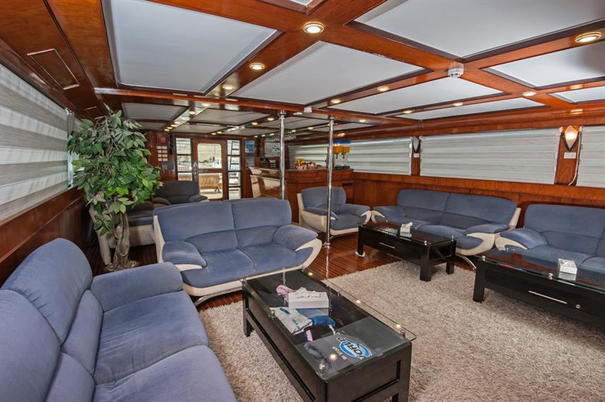Bar and Lounge Area - Blue Horizon Live Aboard