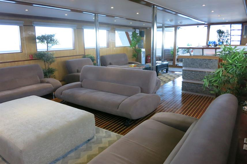 Bar and Lounge Area - Blue Voyager