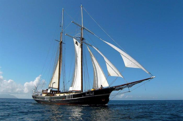 Sea Shell Liveaboard at sail