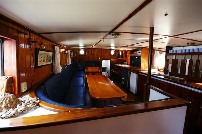 Indoor salon - Sea Shell Liveaboard