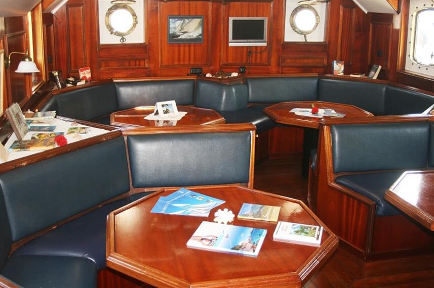 Dining salon area Sea Pearl Liveaboard