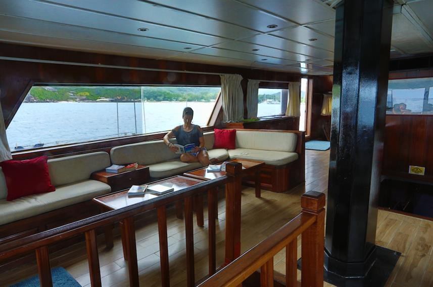 Indoor salon - Sea Star Liveaboard