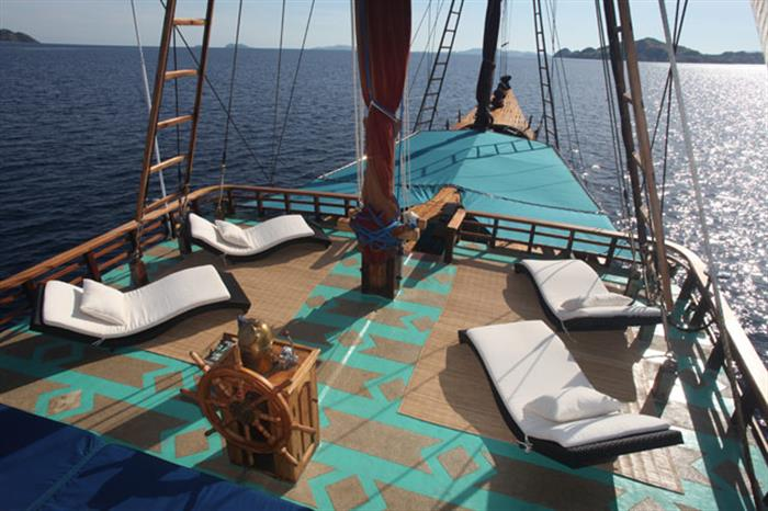 Sun deck with amazing views - Tiger Blue Raja Ampat