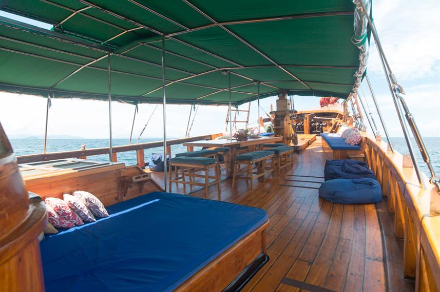 Outdoor Lounge - Tiger Blue Live Aboard