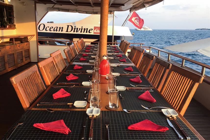 Outdoor Dining - Ocean Divine