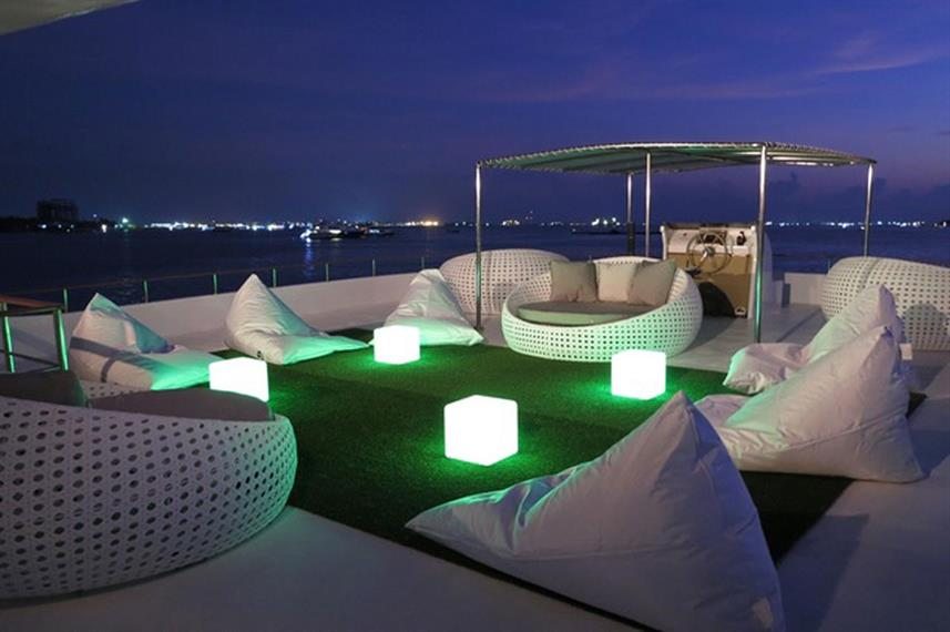 Outdoor Lounge - Ocean Divine