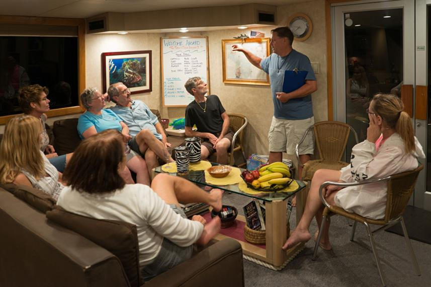 Briefing de Mergulho - Turks and Caicos Explorer