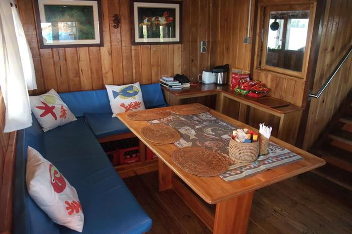 Indoor lounge - Sunshine Liveaboard
