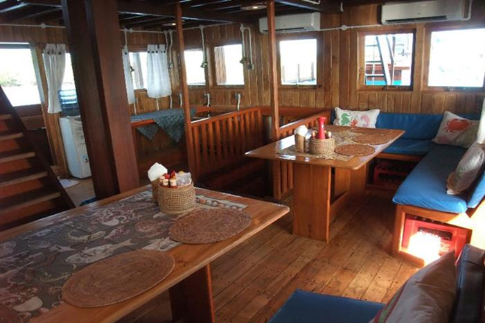 Indoor dining area - Sunshine Liveaboard