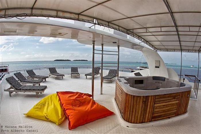 Sun Deck and hot tub - Princess Dhonkamana