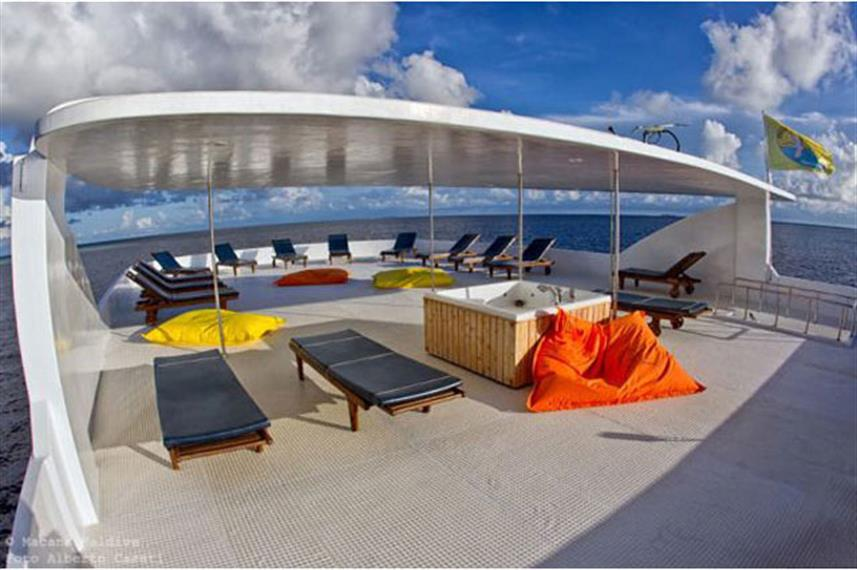 Sun deck with hot tub - Princess Rani Maldives