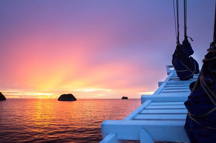 Fabulous sunset colours in Indonesia - Ombak Putih
