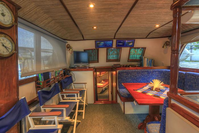 Bar and Lounge Area - Ocean Hunter 1