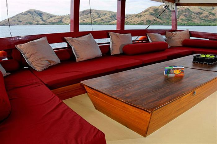 Comfortable Lounge Area - Seven Seas Indonesia