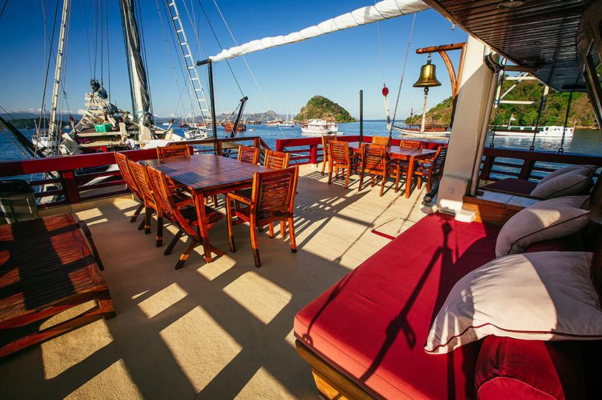 Outdoor Dining - Seven Seas