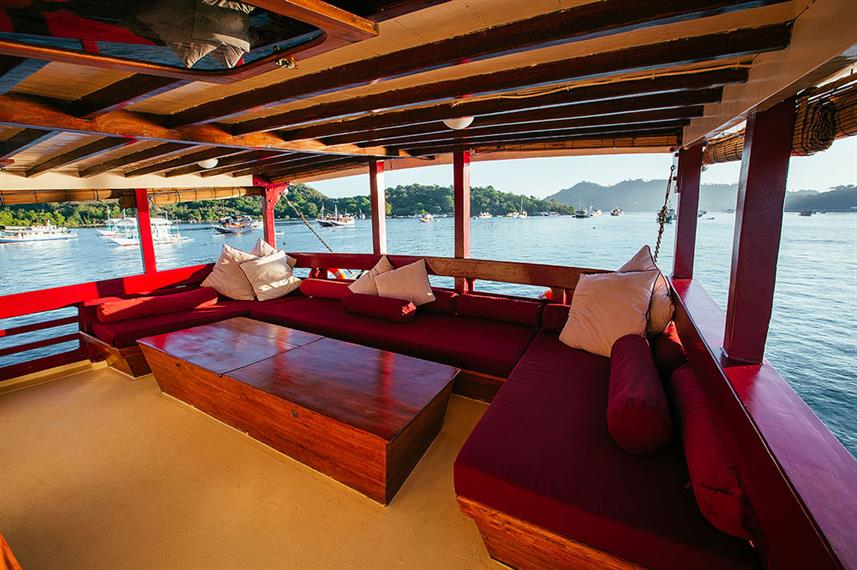 Outdoor Lounge - Seven Seas Live Aboard