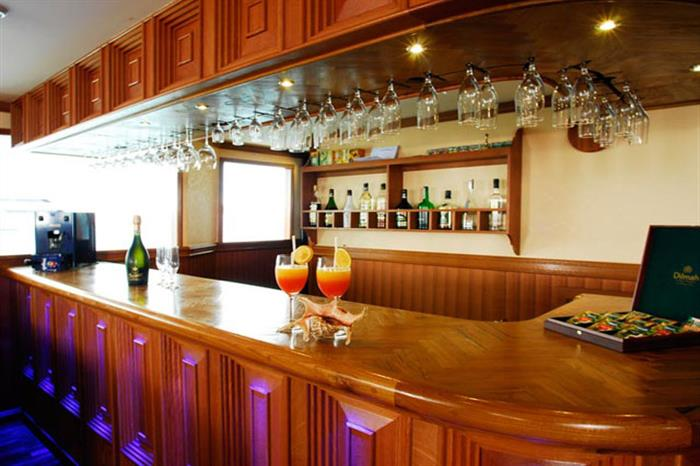 Grab a drink at the onboard bar - Duke of York Liveaboard