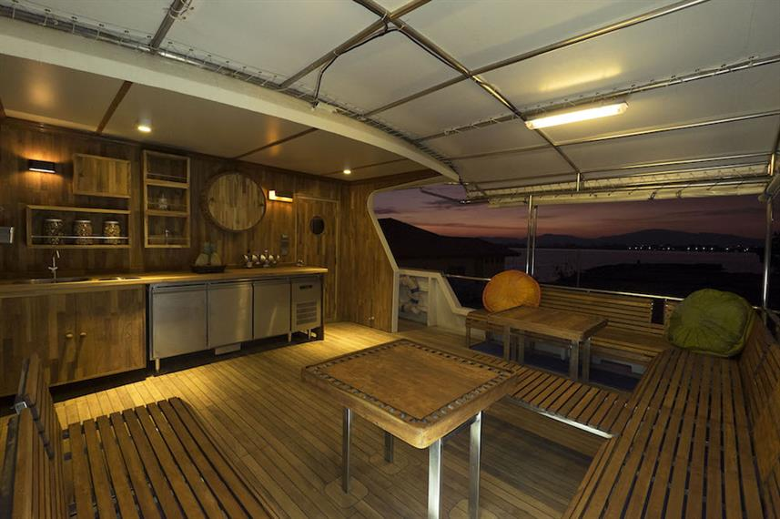 Open air saloon - Panunee Liveaboard