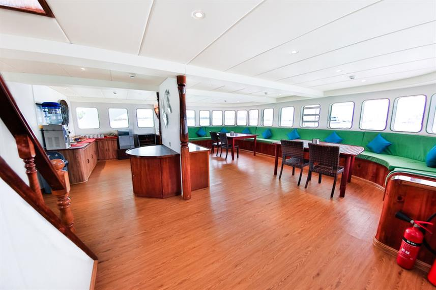 Indoor salon - Carpe Diem Liveaboard